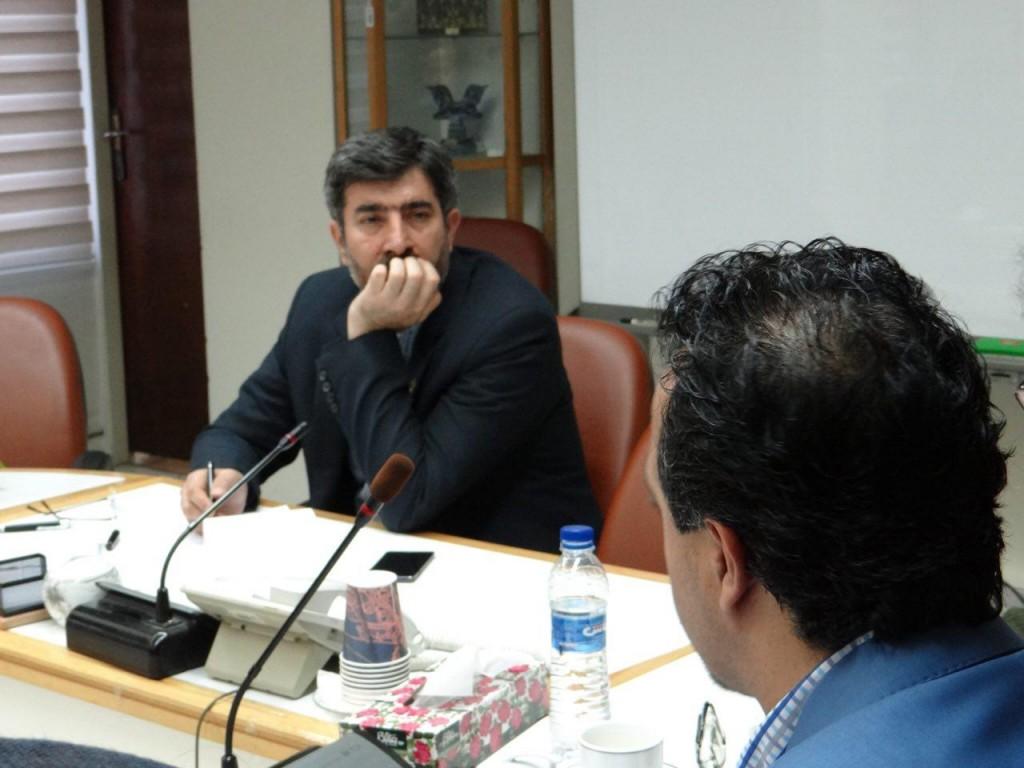 دبیر کانون مهندس احمدی مشکلات و درخواست ها را بیان می کنند